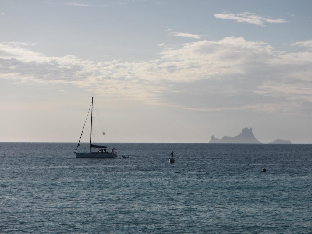 Strand von Savina mit den es Vedra Inseln