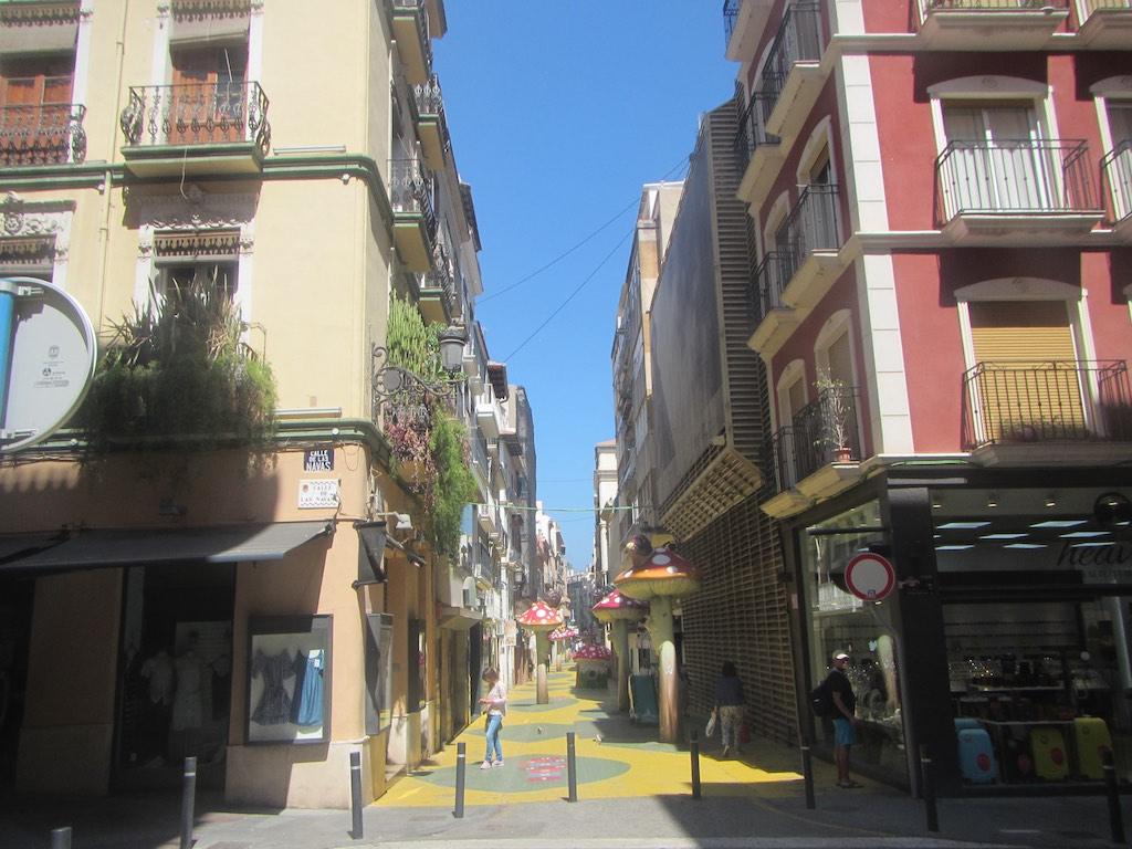 Herrlich dekorierte Gassen von Alicante