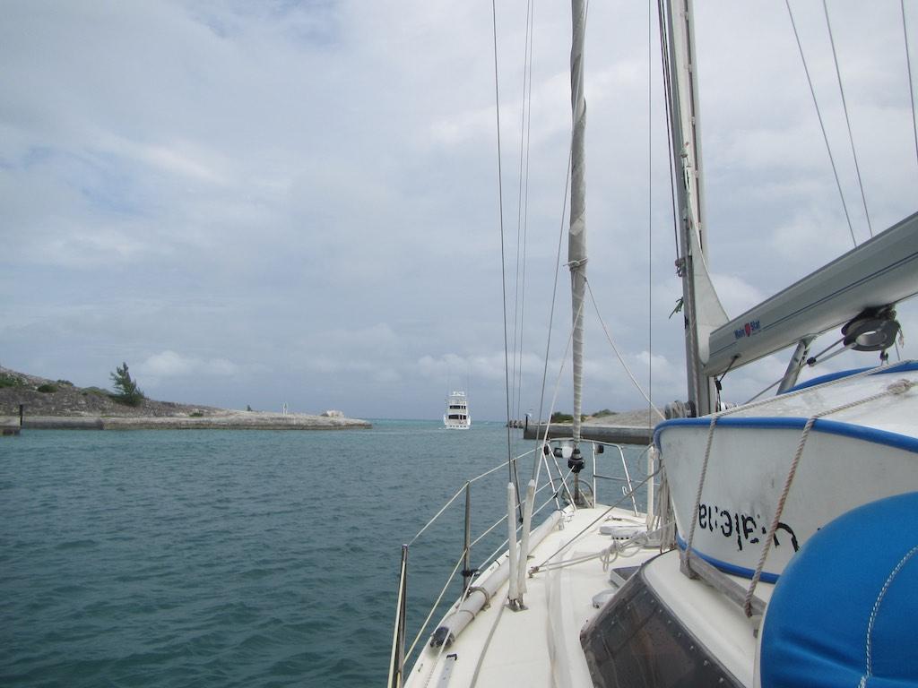 Ausfahrt bei der Emerald Bay Marina
