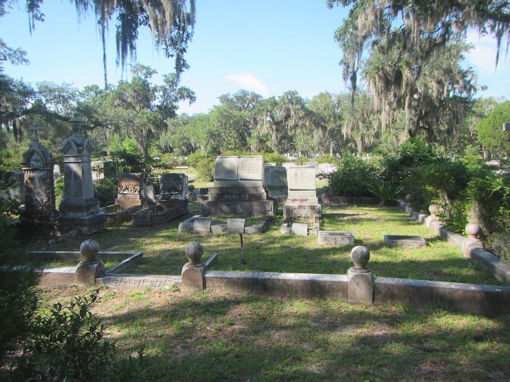 Schön angelegte Gräber