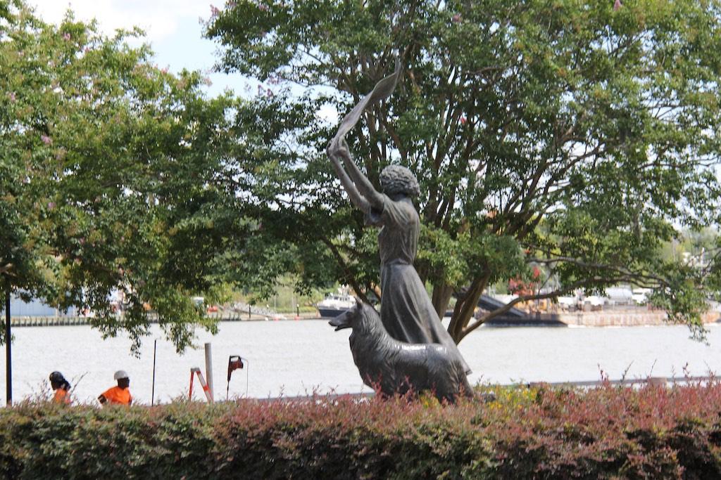 Die Waving Girl Statue begrüsst alle einfahrenden Schiffe